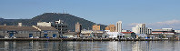 新町川の対岸から眺めた万代中央ふ頭の倉庫群=徳島市万代町で、蒲原明佳撮影