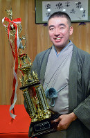 NHK落語新人賞を受賞した桂雀太=大阪市西成区の動楽亭で、加古信志撮影