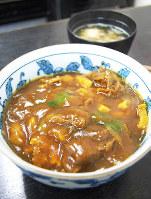 「力餅食堂 前田」のカレー丼(京都市北区)=国本ようこ撮影