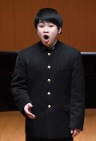 【第70回全日本学生音楽コンクール全国大会】声楽部門高校の部で2位になった西谷亮良さん=横浜市の横浜みなとみらいホールで、猪飼健史撮影