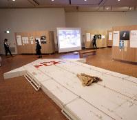 プレイ展の会場風景=大阪・国立国際美術館で、清水有香撮影