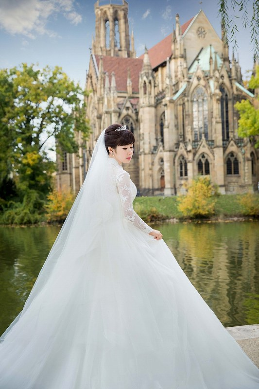 ドイツで撮影したウエディングドレス姿の福原愛選手=「STARFiSH PR」
