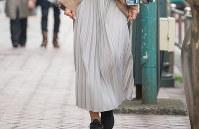 プリーツスカートが大ヒットしている=日本ファッション協会提供