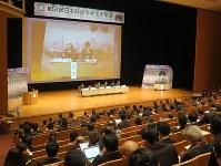「医療経済からみた適正な肺がん診療」をテーマに開かれた日本肺癌学会のシンポジウム=福岡市で昨年12月20日