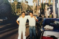 ロサンゼルスにある北米子会社に赴任中、同僚と写真に写る永野毅さん(左)