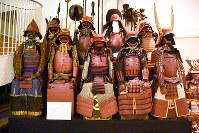 赤備の甲冑=鳥取市覚寺の渡辺美術館で、園部仁史撮影