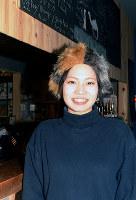 ゲストハウス兼飲食店を運営する中川薫さん=鳥取市で、李英浩撮影