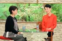 「サワコの朝」に登場する樋口可南子(右)