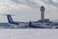 An All Nippon Airways plane that overshot its runway is seen stopped in the snow, at New Chitose Airport in Chitose, Hokkaido, on Jan. 19, 2017. (Mainichi)