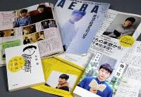 星野源さんは多彩な分野で活躍し、エッセー本(手前2冊)も売れている。イケメンのアイドルとは違う味はどこにあるのか……。