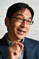 新著『夢の共有』についてインタビューに答える野崎歓・東大教授=東京都千代田区で、内藤絵美撮影