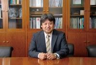 きく・ひろよし 1963年兵庫県生まれ。93年、九州工業大大学院工学研究科博士後期課程修了。民間企業の研究員などを経て、2002年、関東学院大学に。理工学部長などを経て13年から現職。53歳