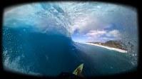 VRを通して見える画面。あたかもハワイの海が目の前に広がるような体験ができる=HIS提供