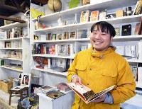 「世界文庫」の古賀鈴鳴代表=京都市北区で、川平愛撮影