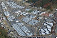 いまだに多くの被災者が暮らす仮設住宅団地=宮城県石巻市で2016年11月18日、本社機「希望」から森田剛史撮影