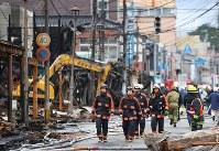 糸魚川市の大規模火災は強風による「飛び火」が被害を広げたとみられる=昨年12月23日、小川昌宏撮影