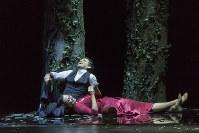 第1幕のウェルテル役のフローレスとシャルロット役のレナード(C)Rocco Casaluci