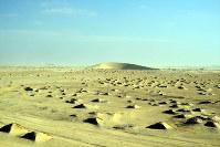 無人の砂漠地帯を行く=吉田正仁さん提供