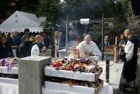 毎年11月23日に京都の赤山禅院で開かれる数珠の供養会=京都数珠製造卸協同組合提供