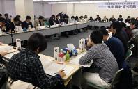 分科会で英語の指導法について討論する教員ら=新潟市で