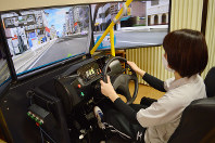 とちぎリハビリテーションセンターで使われているリハビリ用のドライブシミュレーター=宇都宮市で