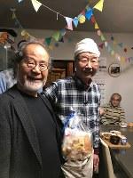 要町あさやけ子ども食堂で山田和夫さん(右)と