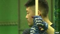 <プロフィル>筒香嘉智(つつごう・よしとも) 1991年、和歌山県橋本市生まれ。10歳離れた兄と双子の姉の3人兄弟。小学校2年の時、兄の影響で野球を始める。中学時代は大阪の堺ビッグボーイズに所属。松坂大輔に影響を受け入学した横浜高校では、1年から4番を任された。高校2年では春・夏と甲子園に連続出場し夏はベスト4。高校2年の夏、甲子園での1試合8打点の大活躍で個人の最多タイ記録を作る。高校通算ホームランは69本。2009年、ドラフト1位で横浜ベイスターズに入団。5年目で打率3割、ホームラン22本を放ちブレイク。昨シーズンは打率3割2分2厘、44本塁打、110打点と自身最高の成績を残しセ・リーグの打撃部門2冠(本塁打・打点)に輝いた。2015年のプレミア12では侍ジャパンの4番に座り2位に貢献。世界一奪還を狙うWBCでは主砲として活躍が期待される。