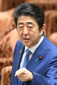 Prime Minister Shinzo Abe raises his voice in response to jeering at him from a legislator with the largest opposition Democratic Party during a House of Representatives Budget Committee session on Feb. 24, 2017. (Mainichi)