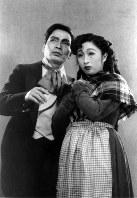 二期会旗揚げのオペラ公演「ラ・ボエーム」の写真。左はテノールの柴田睦陸、右はソプラノの柴田喜代子