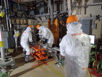 Workers examine the inside of the No. 2 reactor containment vessel at the Fukushima No. 1 Nuclear Power Plant on Jan. 30, 2017. (Photo courtesy of Tokyo Electric Power Co.)