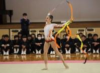 華麗な演技を披露するブルガリアの選手