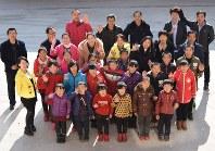 発展のひずみにさらされる山村の涔山小。それでも児童、教職員は家庭的な明るさで支え合っている=2月15日