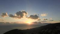 都井岬の高台から眺めた夕日=坂本健司さん撮影