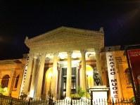 パレルモ・マッシモ劇場の夜の外観