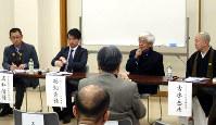 東京・増上寺で行われたシンポジウムでマイクを持つ養老孟司さん(右から2人目)