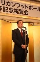 名城大アメリカンフットボール部の創部40周年記念祝賀会であいさつする槙野均監督=名古屋市中区で