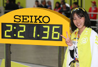 Marathon runner Yuka Ando celebrates after finishing in second place in the Nagoya Women's Marathon, at Nagoya Dome in the city's Higashi Ward on March 12, 2017. Ando's time of 2:21:36 is the fastest ever by a Japanese female athlete competing in a marathon for the first time. (Mainichi)