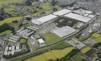 シャープの栃木工場=栃木県矢板市で2012年9月1日、本社ヘリから
