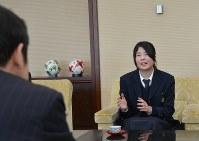 国連欧州本部でのスピーチなどについて報告する渡辺さん=新潟市中央区の県庁で