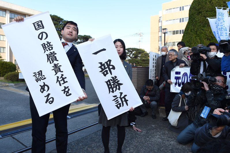 Court orders TEPCO, state to pay evacuees of nuclear disaster