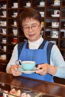 喫茶店「まを」店主の竹内君子さん=富山市新根塚町で、大東祐紀撮影