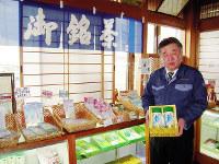 「近江茶の自慢はうまみや甘みが濃いこと」と話す前野安司さん=滋賀県甲賀市土山町で、土居和弘撮影