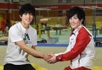 体操の加藤(右)とスポーツクライミングの藤井=丸山博撮影