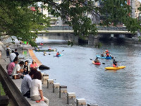 流れが穏やかな新町川。この場所の良さが分かったら、カヤックやスタンドアップパドルといった適切な新しい楽しみ方が想像できる