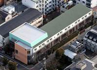 Tsukamoto Kindergarten, one of the properties that will be temporarily seized, is seen here from a Mainichi Shimbun helicopter in Osaka's Yodogawa Ward on March 22, 2017. (Mainichi)
