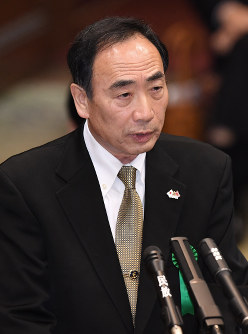 Moritomo Gakuen Chairman Yasunori Kagoike gives sworn testimony at a March 23, 2017 House of Councillors Budget Committee meeting. (Mainichi)