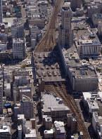 ホーム位置の決定が遅れている札幌駅。下は小樽方面、上が旭川・千歳方面=札幌市中央区で、本社機「希望」から手塚耕一郎撮影