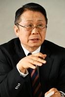 座談会で話す水野和夫さん=東京都千代田区で