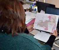 パソコンで絵を描く「きお。」さん=島根県出雲市のサポートセンターどりーむで、山田英之撮影