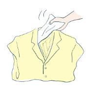 ジャケットをたたんで保管する際は、折り目に紙や布をはさんで=提供